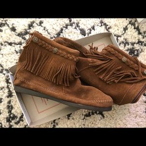 Minnetonka Genuine Suede Fringe Ankle Boots